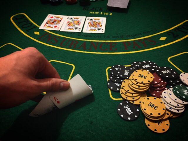 música para jugar el poker