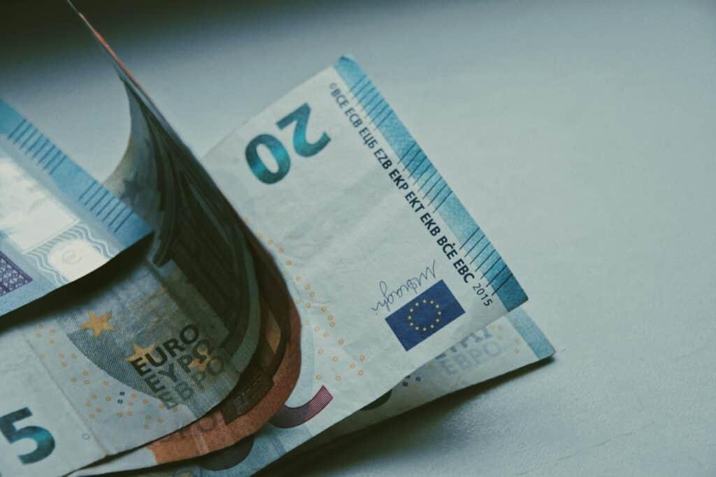 Cómo identificar un billete falso